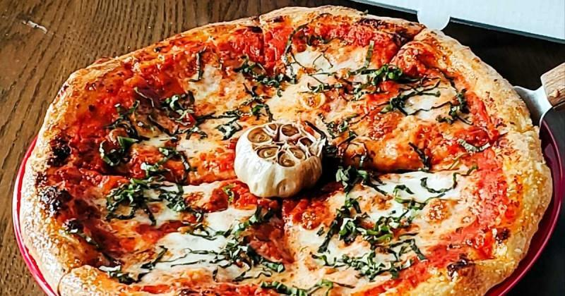 A Toronto Restaurant Is Giving Away 100 Cheese Pizzas Next Week Absolutely Free
