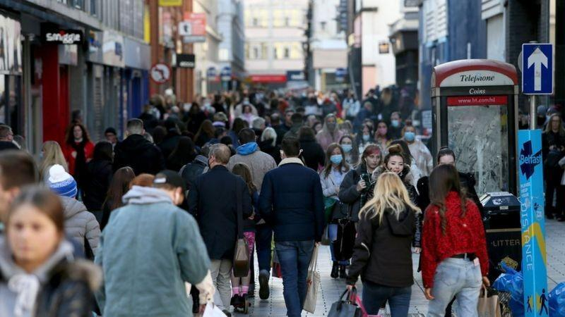 Coronavirus: Restaurant owners angered by long shopping queues
