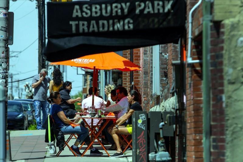 New Jersey lawmakers advance bills aiming to help struggling restaurants