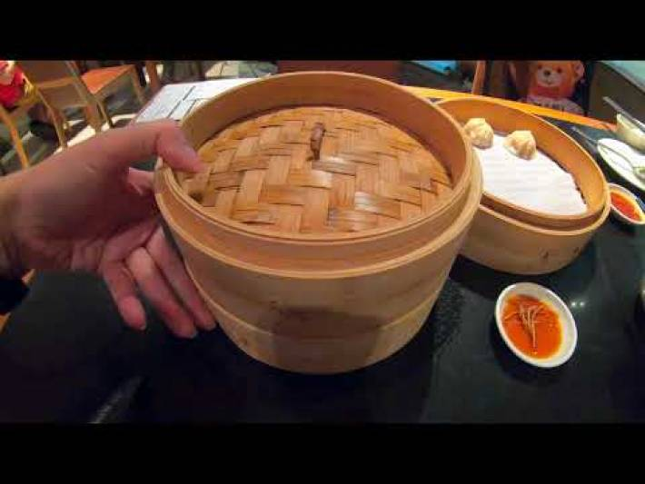 DINING AT 鼎泰豐 Din Tai Fung FAMOUS XIAO LONG BAO  Restaurants | SINGAPORE SG FOOD REVIEW RECOMMEND 4K