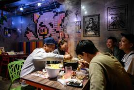 Man smoking in restaurant throws hot soup at woman who asked him to stop