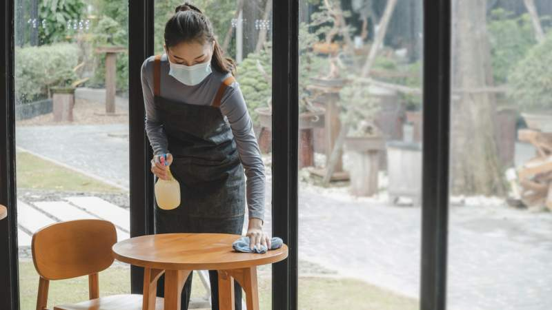 Staff shortage threatens restaurant reopenings