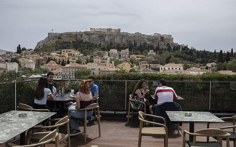Caution Urged as Greece Reopens Bars, Restaurants Only Outdoors