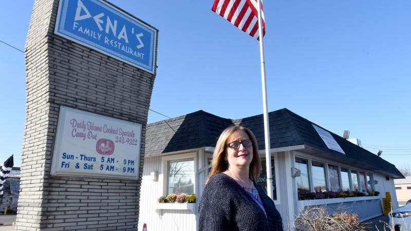 Dena's Family Restaurant prepares to close