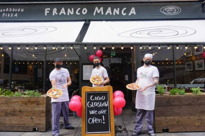 New Glasgow pizza restaurant team up with foodbank to celebrate opening with £5 pizza