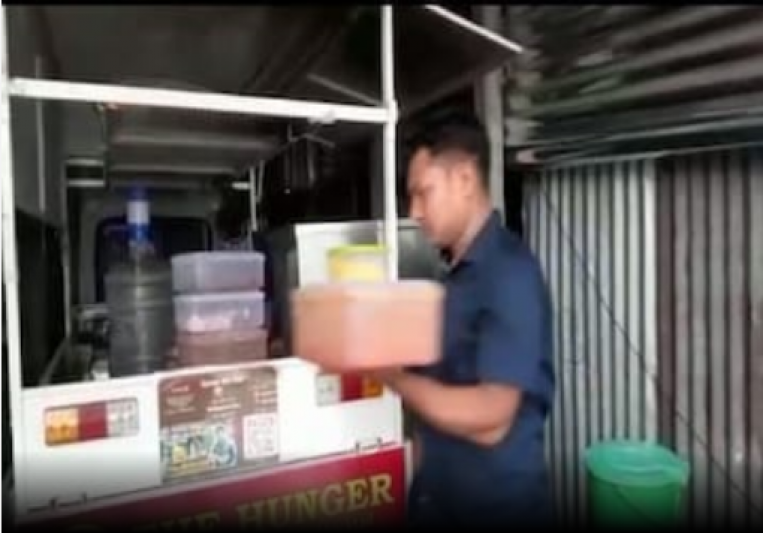 This Man Runs A Mobile Restaurant In West Bengal After Losing Job Due To COVID-19